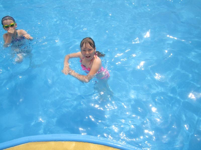 Isabela a invatat sa inoate